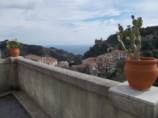 Savoca, Italia: il panorama dalla terrazza