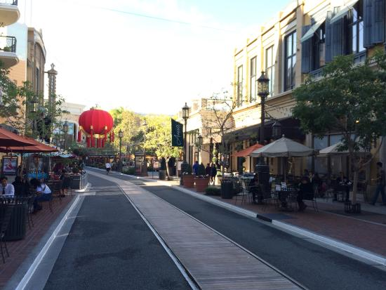 Glendale, CA: Entrada a Americana at Brand