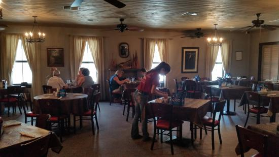 Abbeville, LA: Main dining area