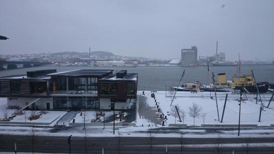 Aalborg, Danmark: вид из номера утром