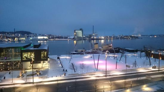 Aalborg, Danmark: вид из номера вечером