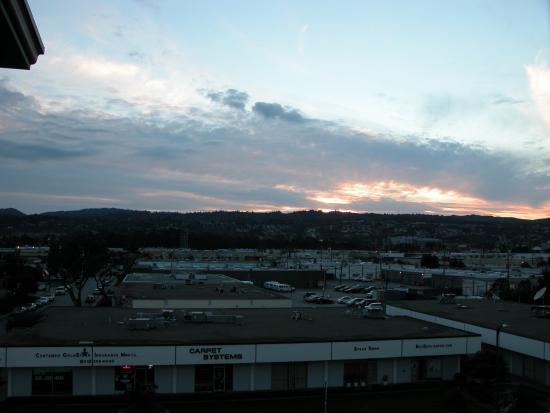 Burlingame, CA: quiet location at night