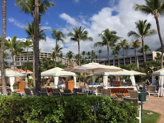 Cabanas Grand Wailea : Cabanas can be reserved for a fee picture of ho olei at