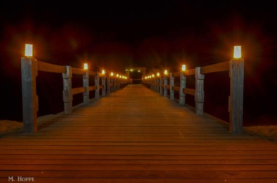 Charlestown, île de Nevis : Dock illuminated at night