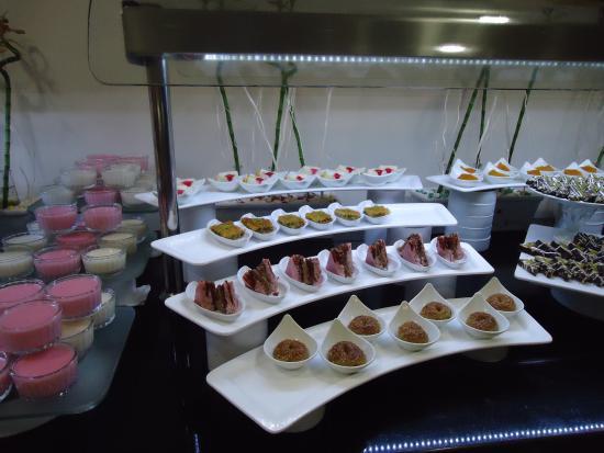 Ortahisar, ตุรกี: encore des desserts magnifiquement présentés