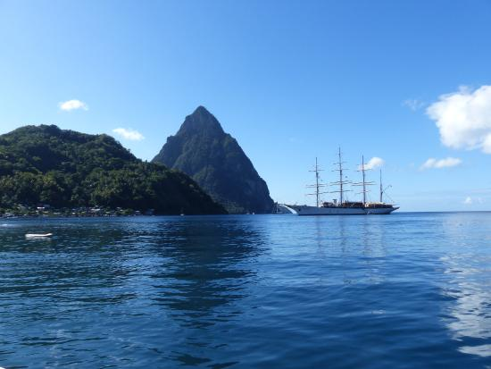 Vieux Fort, St. Lucia: Approaching the pitons