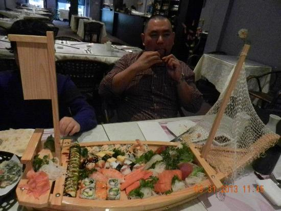 Trenton, Canada: Love boat sushi