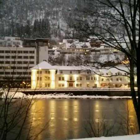 Forde, النرويج: Nydelig februarbilde av Thon Hotel Førde