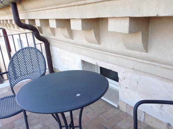 Villa Euchelia Resort: Terrazzo con finestrino