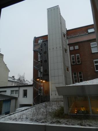 Ibis Berlin Neukoelln: Vista do nosso quarto (amanheceu nevando) :)