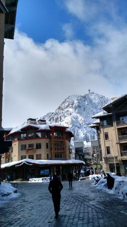 Olympic Valley, كاليفورنيا: View of the Mountain from the Village
