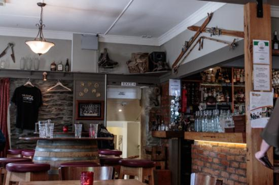 Arrowtown, New Zealand: Interior of the Fork & Tap