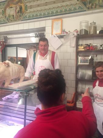 Панцано, Италия: Excelente restaurante, com o Dario que é considerado o melhor açougueiro do mundo, cortes de car