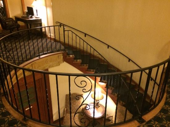 Punderson Manor Lodge and Conference Center: Staircase