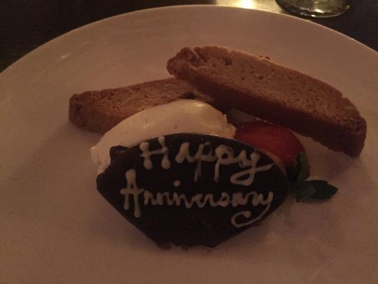 Cranston, Род Айленд: Sweet Anniversary Treat