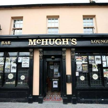 Drogheda, Irlanda: McHughs Bar and Lounge