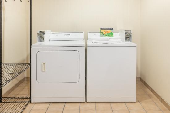 Fulton, MO: Baymont Laundry