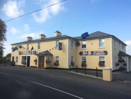 Castleblayney, Ιρλανδία: Connollys Pub and B/B