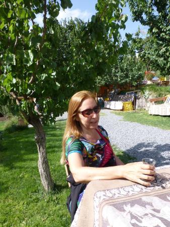 Kayseri Province, Türkei: Bebiendo mi te de manzana