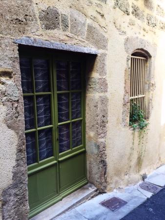 La Dordine: Eingang zur Gîte im EG