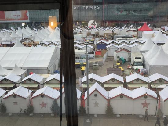 La Defense, Francia: Christmas Fair Taken from out room.