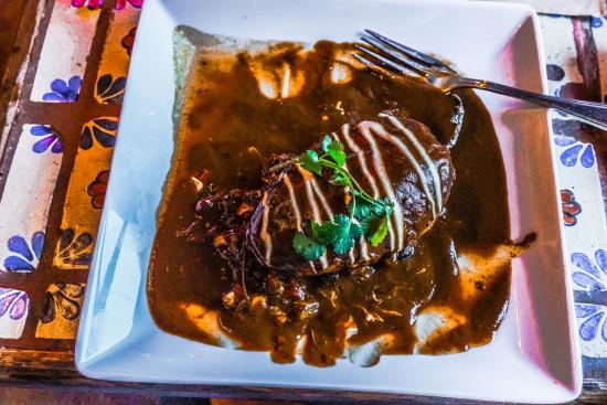 Moss Landing, Kalifornien: My Chili Relleno with chocolate mole sauce. That was it . . . no beans and rice.