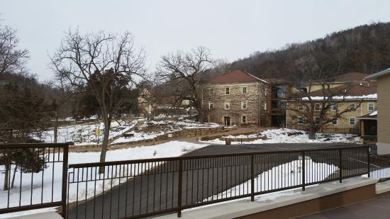 Prairie du Sac, Ουισκόνσιν: View from distillery to the winery.