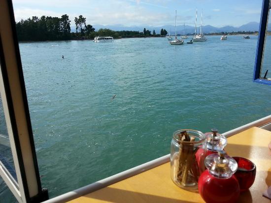 Mapua, Nuova Zelanda: Breakfast with a view