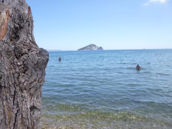 Limni Keri, Grécia: la spiaggia e l'isola