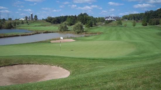 Sheboygan Falls, WI: The view from behind the 10th green looking back at the clubhouse at The Bull at Pinehurst Farms