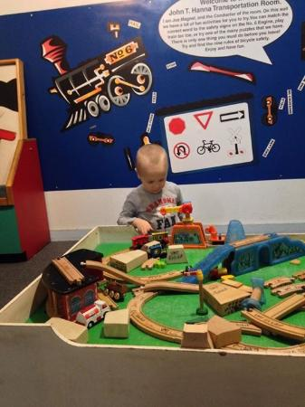 Roanoke, VA: Play area to build tracks and play dress up and color