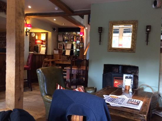 Poynings, UK: The welcoming log fire