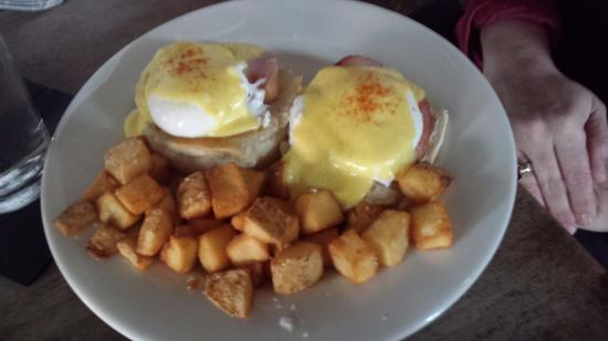 Broken Arrow, OK: Main Street Tavern Eggs Benedict