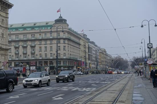Motel One Wien Westbahnhof: The main street of Vienna, less than 1 min walk from the hotel