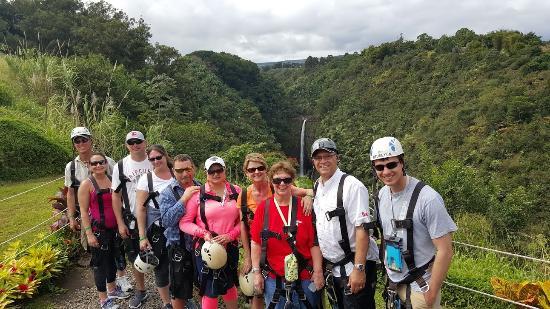 Honomu, Hawaï: View of Akaka Falls with group