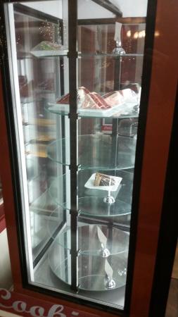 Eustis, FL: Empty dessert display