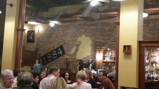 Eustis, FL: Inside dining area, nice open plenty of room.