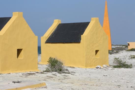 Kralendijk, Bonaire: Alte Slavenhäuser für Areiter in der Salzgewinnug