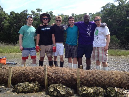Ponte Vedra Beach, FL: College students volunteering @ GTM