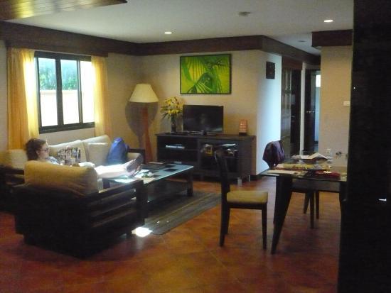 Karon Sea Sands Resort & Spa: 2 bedroom apartment lounge & dining area