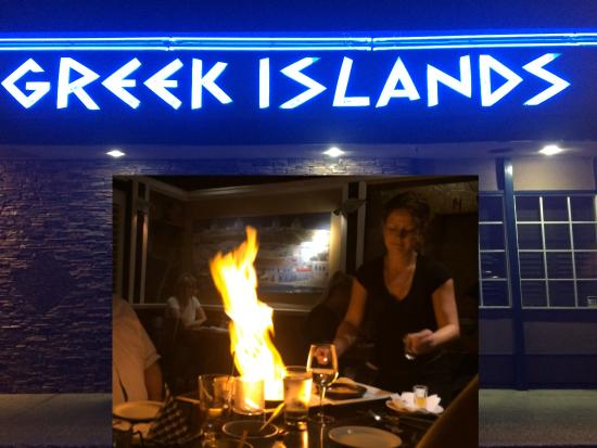 Abbotsford, Kanada: This is a picture of the front of the restaurant. The inset is a picture of the Saganaki Flambé.