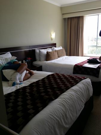 โรงแรมริดเจส พารามัทต้า