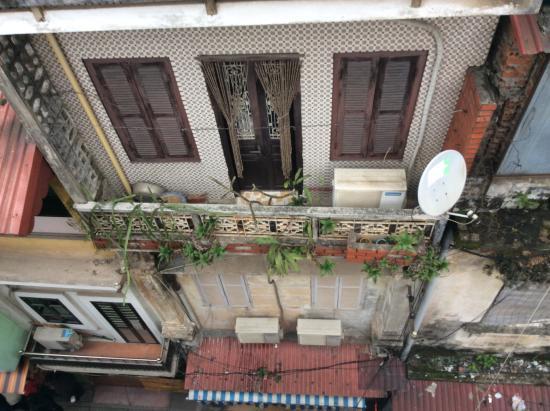 Hanoi Charming Hotel: The street