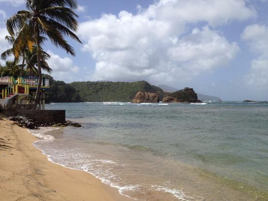 Calibishie, Dominika: restaurant à gauche sur la photo