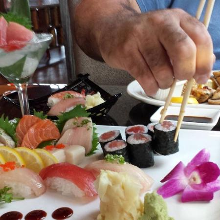 Beaverton, Oregón: An image of the sushi and sashimi deluxe.