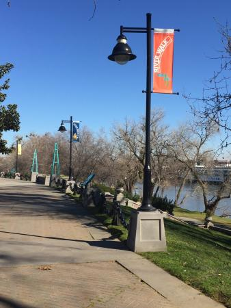 West Sacramento, CA: River Walk Park