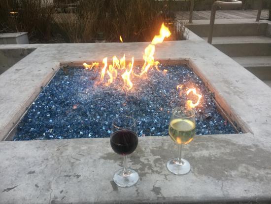 Shorebreak Hotel, a Kimpton Hotel: Fire pit at wine happy hour