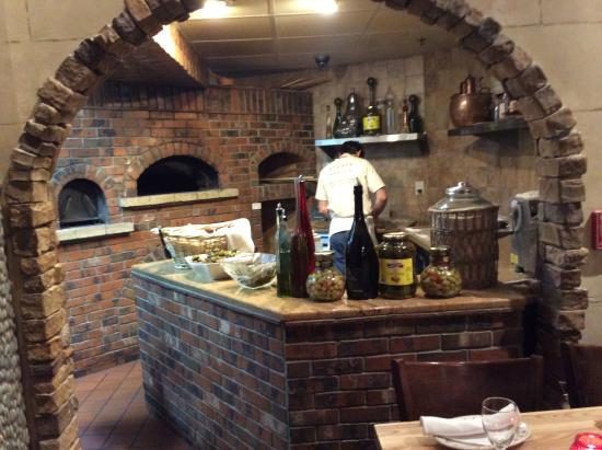 New Brunswick, Nueva Jersey: Sahara Fire Wood Oven