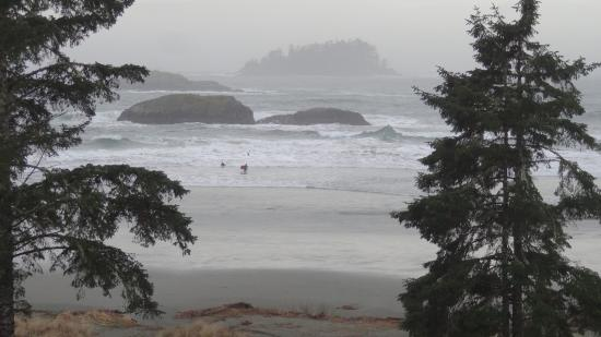 BEST WESTERN Tin Wis Resort: This is what you'll see from your balcony. Surfing even in winter!