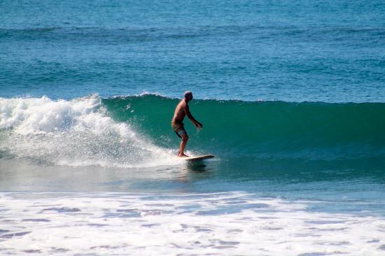 El Transito, نيكاراجوا: Waves for longboards